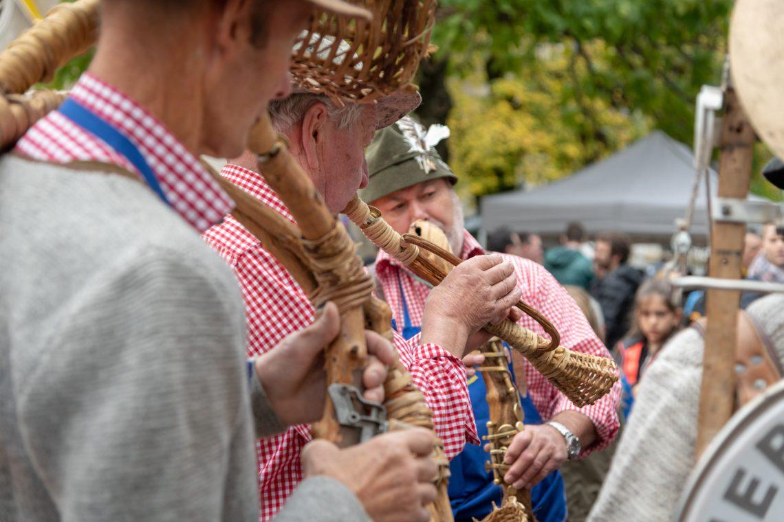 Musikanten auf dem Martinimarkt in Kurtinig